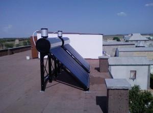 Сезонные солнечные коллекторы на крыше здания